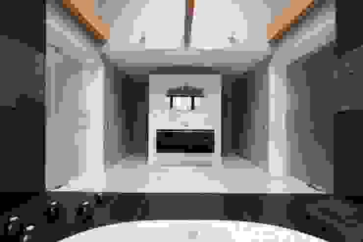 Elegant Laconism Nowoczesna łazienka od Fotograf wnetrz Dymitr Kalasznikow Nowoczesny