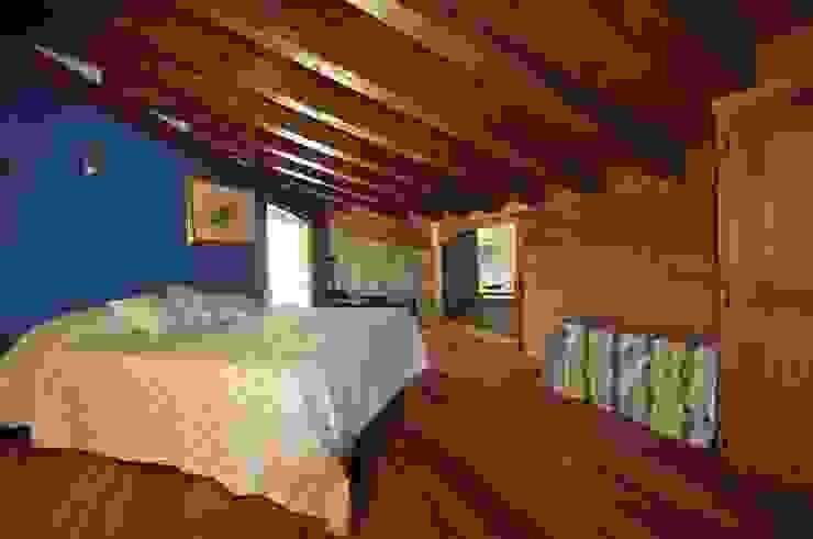 soppalco - zona notte Camera da letto in stile rustico di GUALLA IMMOBILI di FIORAVANZO Paola Rustico