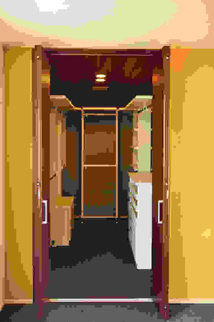 株式会社アトリエカレラ Modern style dressing rooms