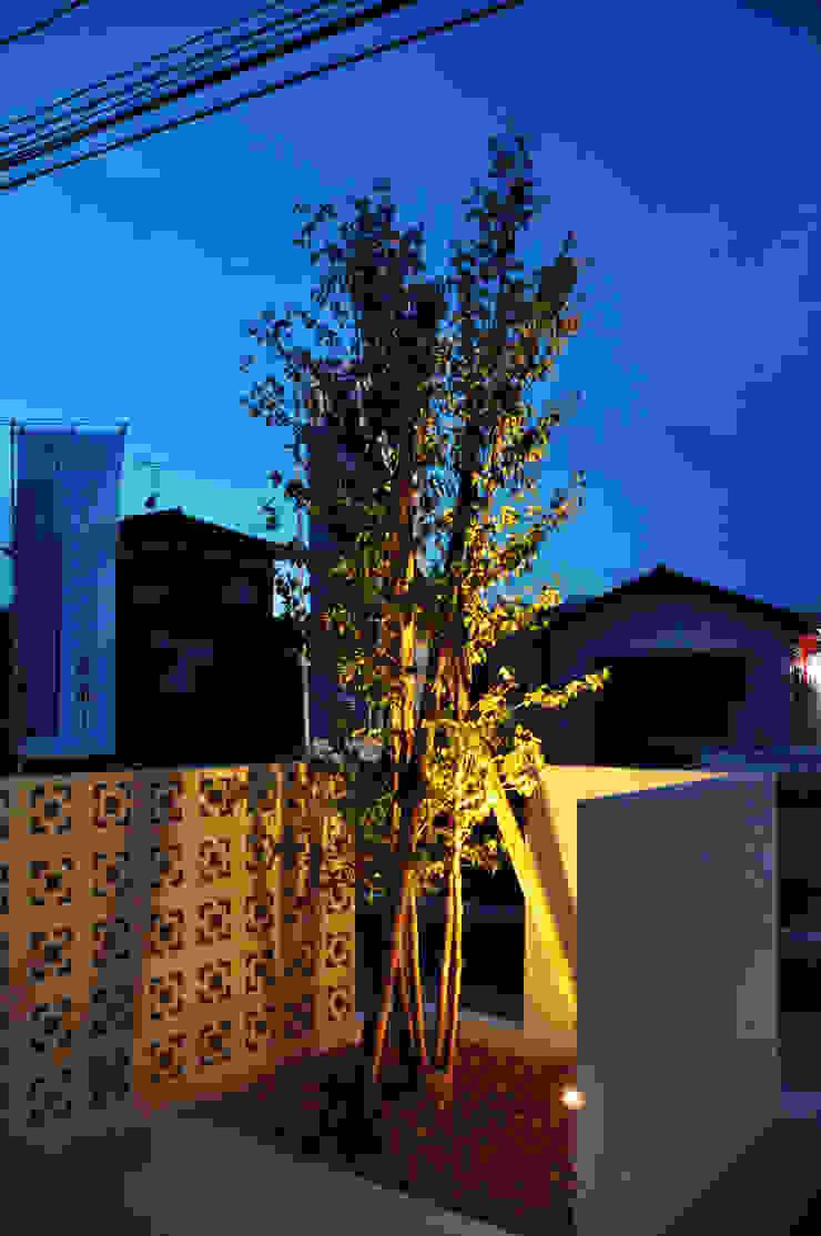 株式会社アトリエカレラ Modern style gardens