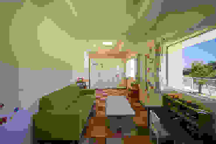 Phòng trẻ em phong cách hiện đại bởi 建築工房 亥 Hiện đại