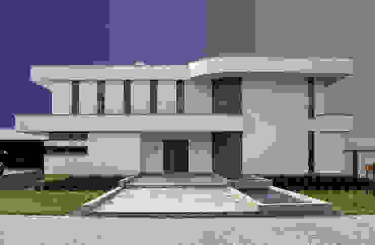 ミニマルな 家 の MAŁECCY biuro projektowe ミニマル