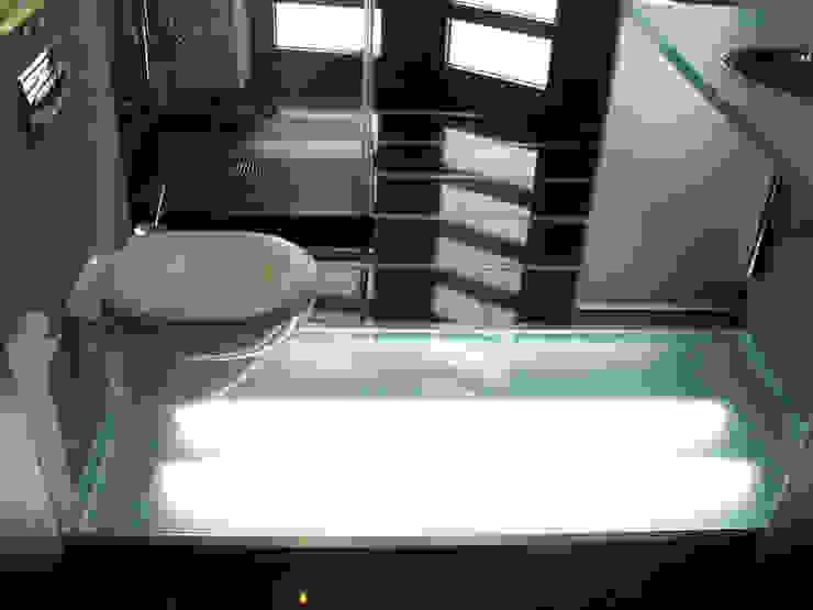 ミニマルスタイルの お風呂・バスルーム の MAŁECCY biuro projektowe ミニマル
