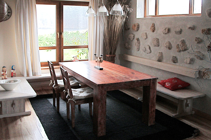 Rustic style dining room by DF Interior Rustic