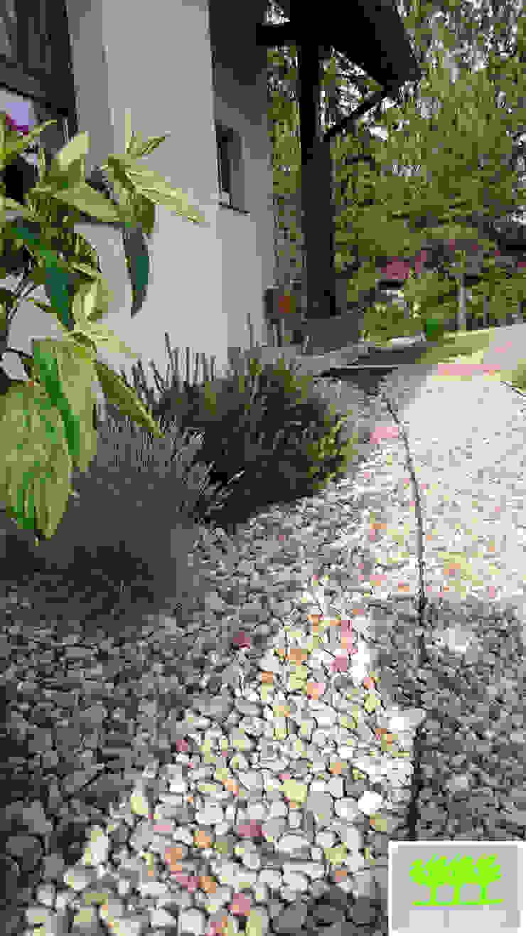 wejście do domu od strony ogrodu od 2o2 studio Śródziemnomorski