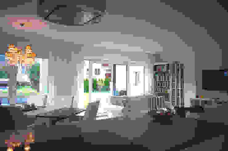 Wohnraum / Küche Wohnzimmer im Landhausstil von room architecture Landhaus