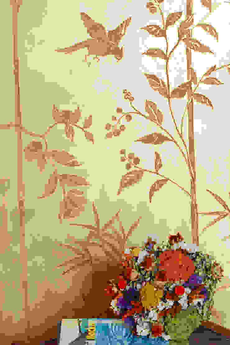 Chinoiserie dipinta a mano su parete di RobinArtStudio Asiatico