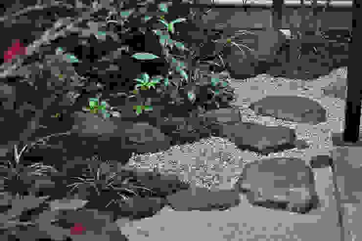 角部の飛石の運び オリジナルな 庭 の 新美園 オリジナル