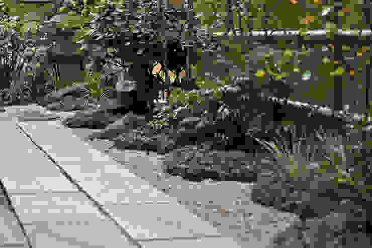 庭の奥行きを楽しむ オリジナルな 庭 の 新美園 オリジナル