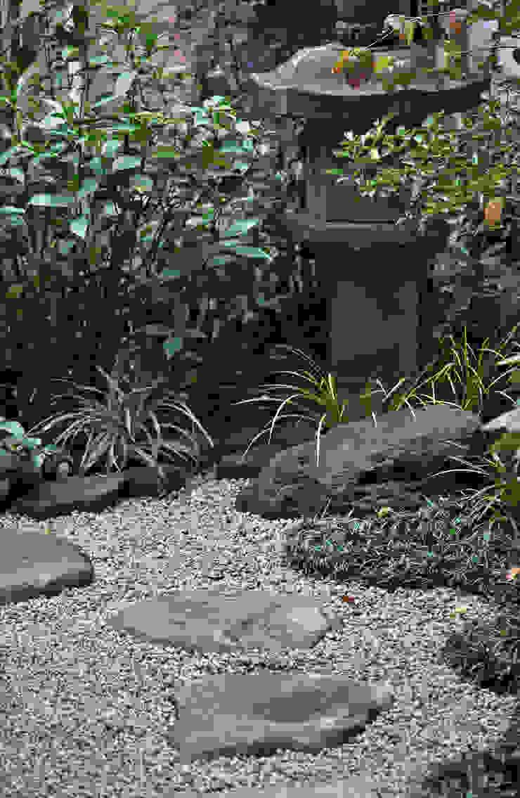 控えめな燈篭周り オリジナルな 庭 の 新美園 オリジナル