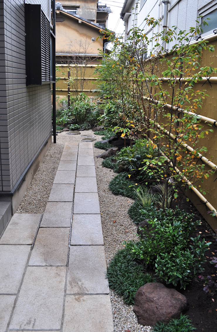 門からの眺め オリジナルな 庭 の 新美園 オリジナル
