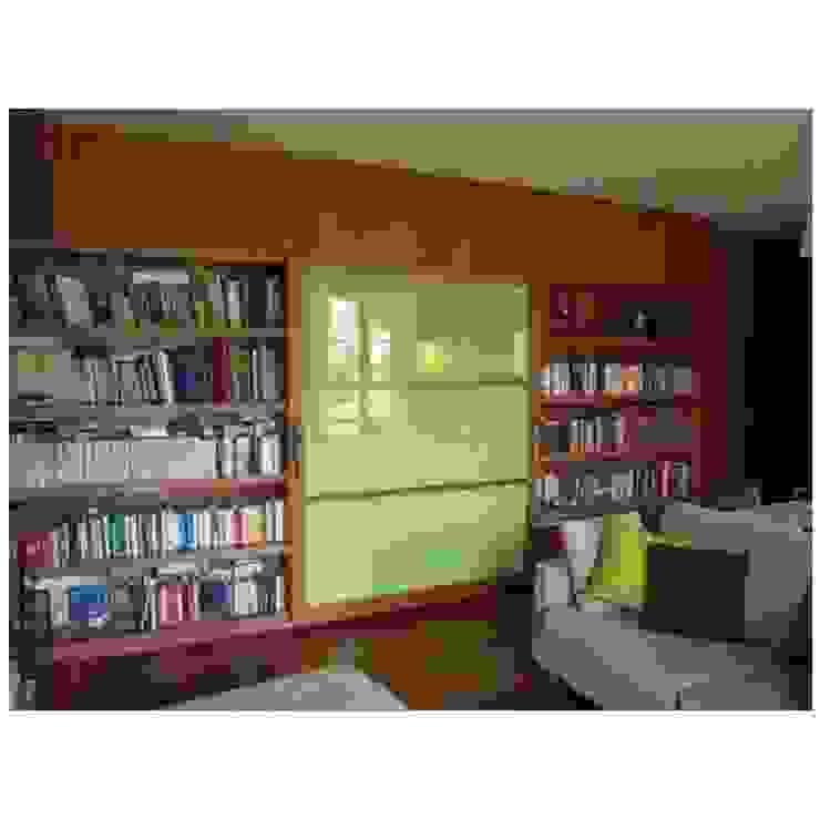 Libreria a muro con porta scorrevole integrata CORDEL s.r.l. Soggiorno moderno