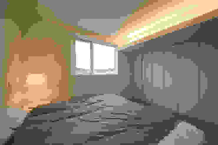 W-home モダンスタイルの寝室 の アートオブライフ モダン