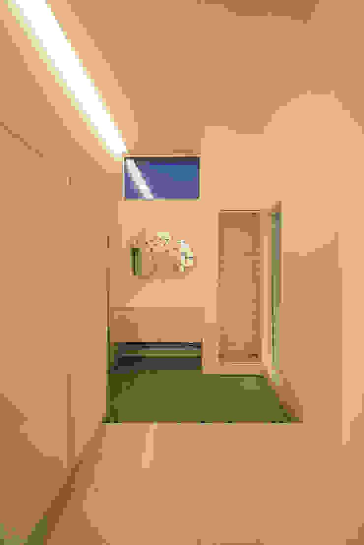 W-home モダンスタイルの 玄関&廊下&階段 の アートオブライフ モダン