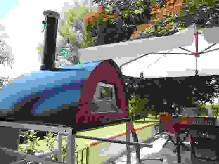 Wood fired pizza oven Pizzone patio and garden location Jardines de estilo rústico de Pizza Party Rústico
