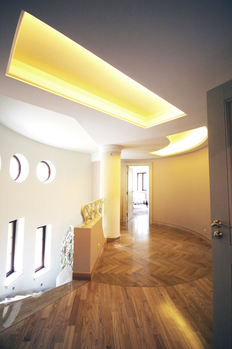 Classic style corridor, hallway and stairs by JOL-wnętrza Classic