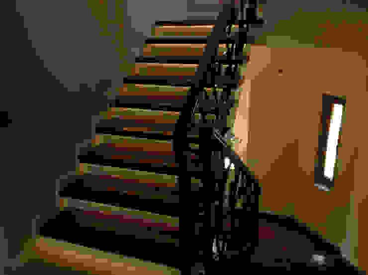 الممر الحديث، المدخل و الدرج من homify حداثي