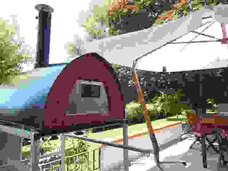 Wood fired pizza oven Pizzone excellent for pizza roast and bread Jardines de estilo rústico de Pizza Party Rústico