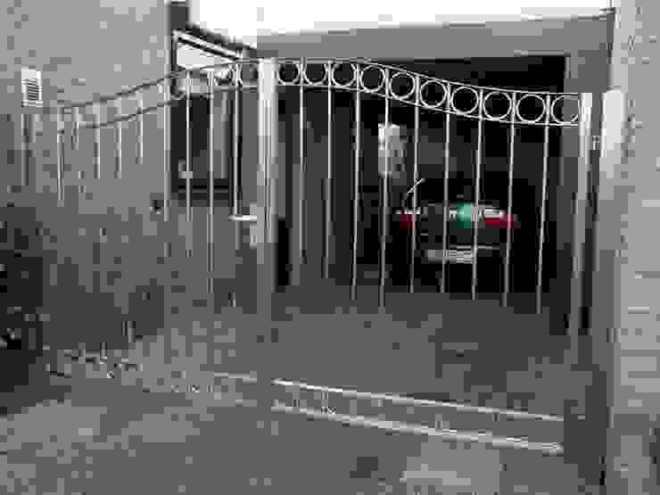 RVS poort met klassieke vormgeving Klassieke tuinen van Kouwenbergh Machinefabriek B.V. Klassiek