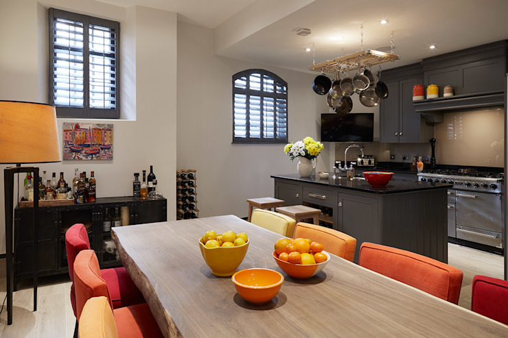 KITCHEN - DINING ROOM Salas de jantar modernas por IS AND REN STUDIOS LTD Moderno