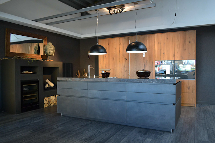 eggersmann Beton dunkel mit Altholz Eiche : modern  von Wohn- und Küchendesign Meyer GmbH,Modern