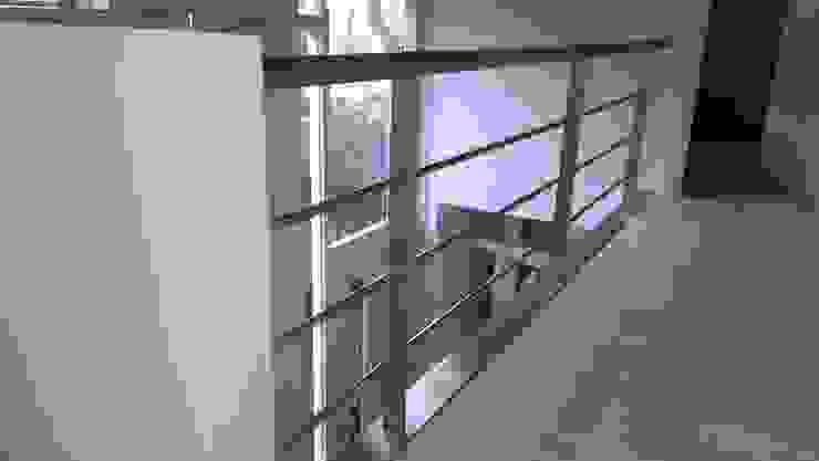 RVS balustrade Moderne gangen, hallen & trappenhuizen van Kouwenbergh Machinefabriek B.V. Modern