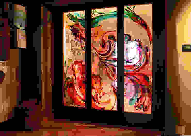 Porta scorrevole dipinta Soggiorno in stile mediterraneo di ELISA POSSENTI ART Mediterraneo