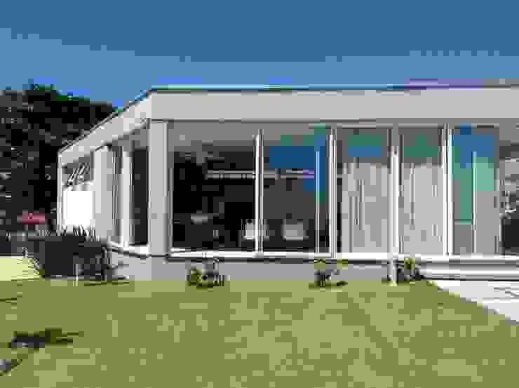 Casa CSP Garagens e edículas modernas por PJV Arquitetura Moderno