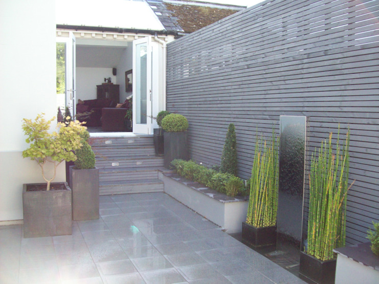 Courtyard Garden Modern style gardens by Unique Landscapes Modern