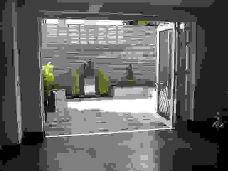 Courtyard Garden Modern garden by Unique Landscapes Modern