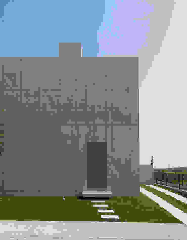 RC BOX House モダンな 家 の 株式会社アルフデザイン モダン