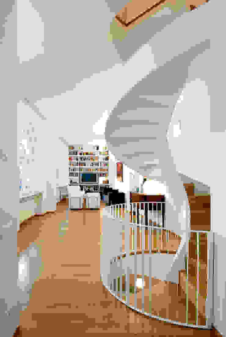 Padi Costruzioni Moderner Flur, Diele & Treppenhaus
