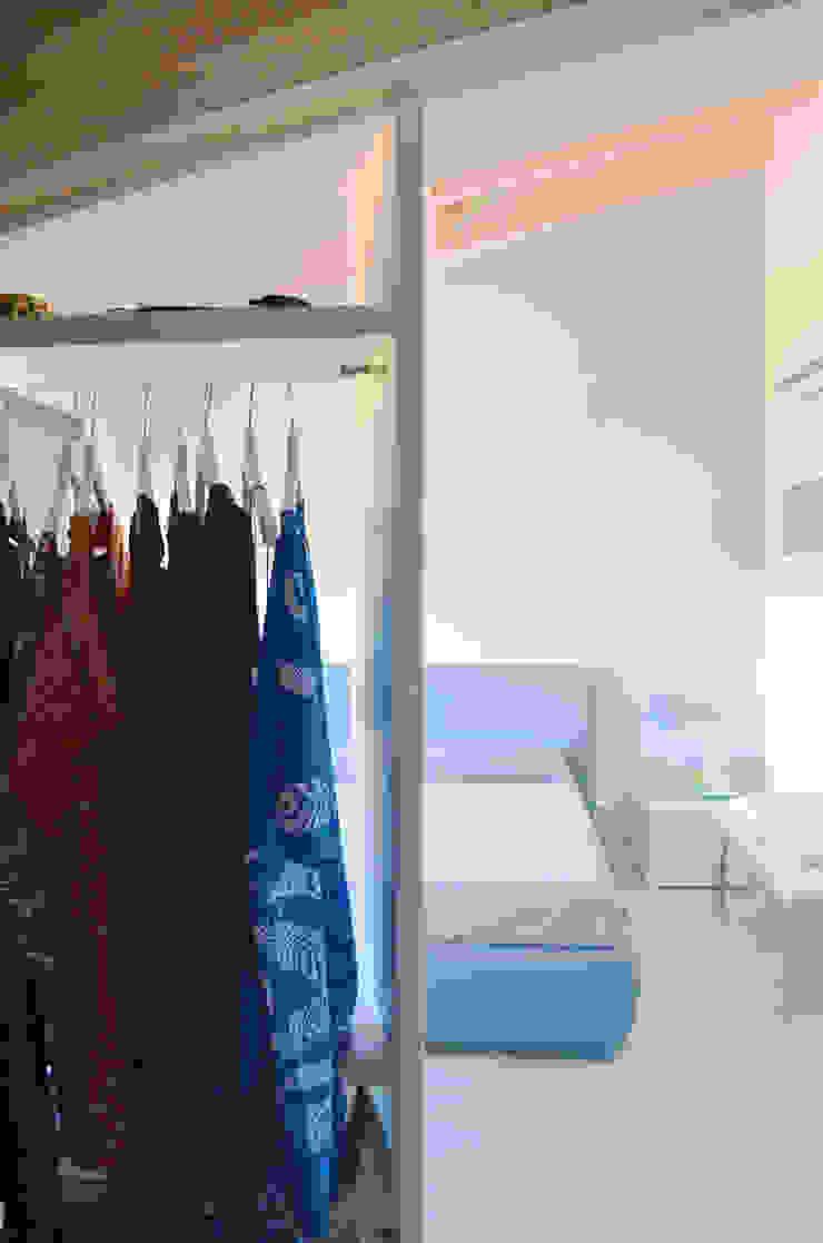 Nowoczesna sypialnia od Doser S.p.A. Nowoczesny