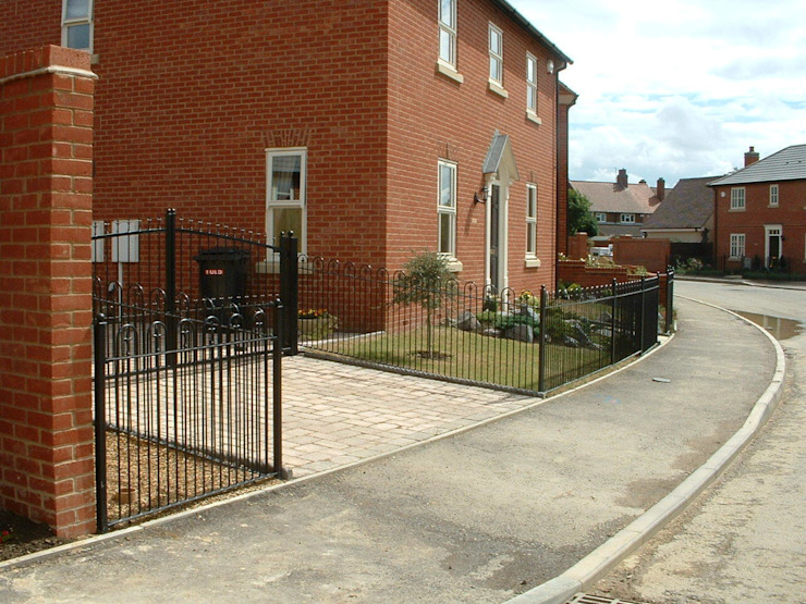 Automatic steel gates AGD Systems Eclectic style houses
