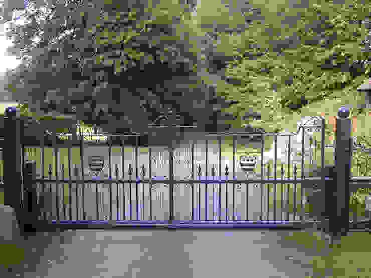 Automatic steel gates Eklektyczny ogród od AGD Systems Eklektyczny