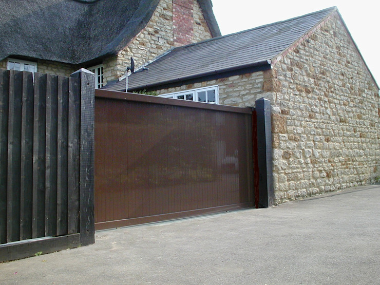 Automatic steel gates AGD Systems Eclectic style garden