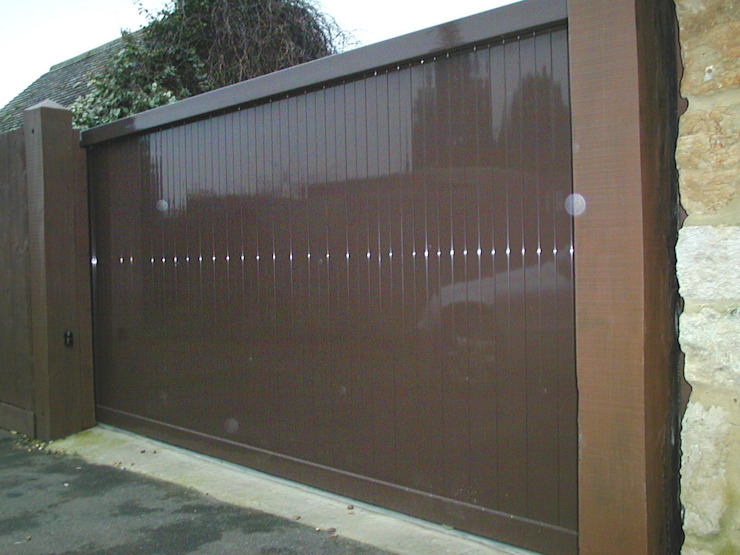 Automatic remote controlled steel sliding gates AGD Systems Eclectic style garden