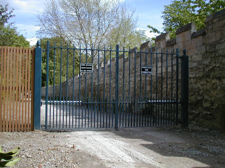 Automatic steel gates AGD Systems Commercial Spaces