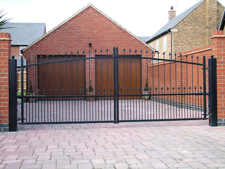 Automatic remote controlled steel gates AGD Systems Eclectic style garden