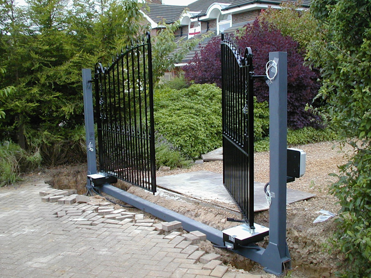 Automatic remote controlled steel gates AGD Systems Eclectic style garage/shed