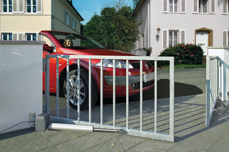 Automatic remote controlled steel swing gates AGD Systems Eclectic style houses