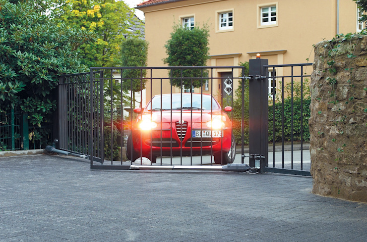 Automatic remote controlled steel swing gates AGD Systems Eclectic style garage/shed