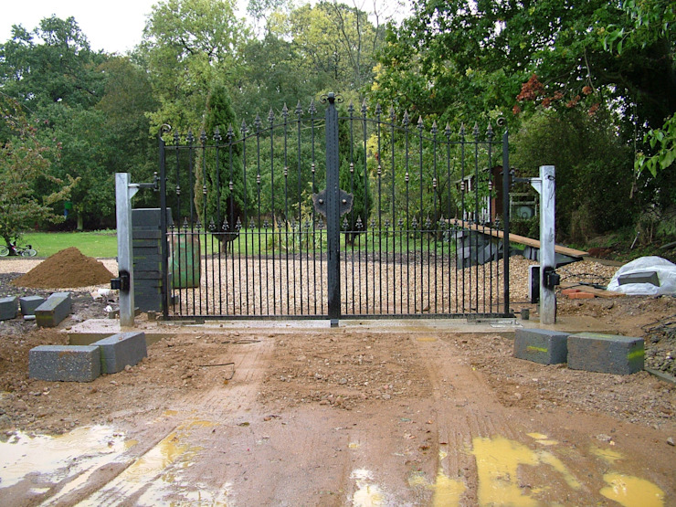 Automatic remote controlled steel gates Eclectic style garage/shed by AGD Systems Eclectic