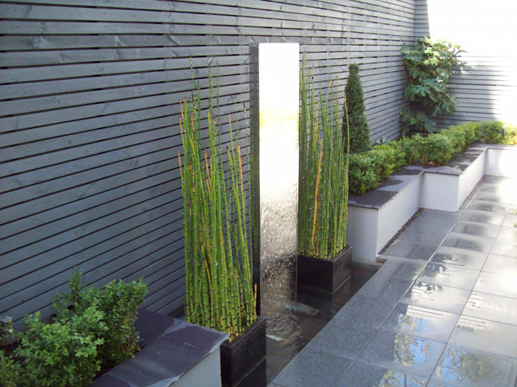 Stainless Steel Metal Water Feature Modern style gardens by Unique Landscapes Modern