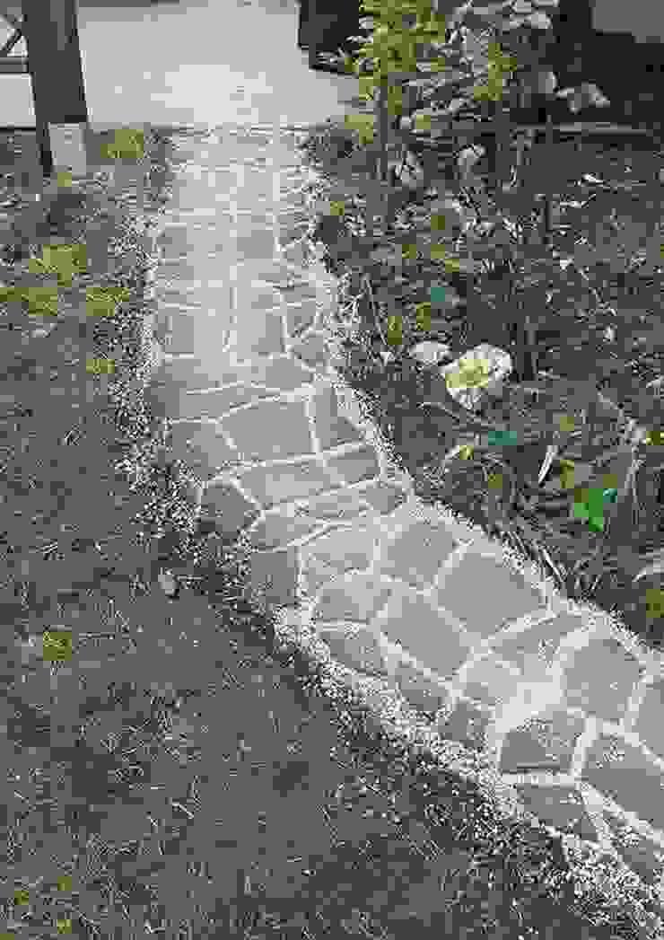Anlegen eines Gartenweges in Natursteinoptik Klassischer Garten von arcotec GmbH Klassisch