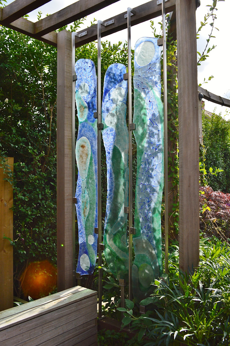 Suspended Glass Artwork Classic style garden by Unique Landscapes Classic