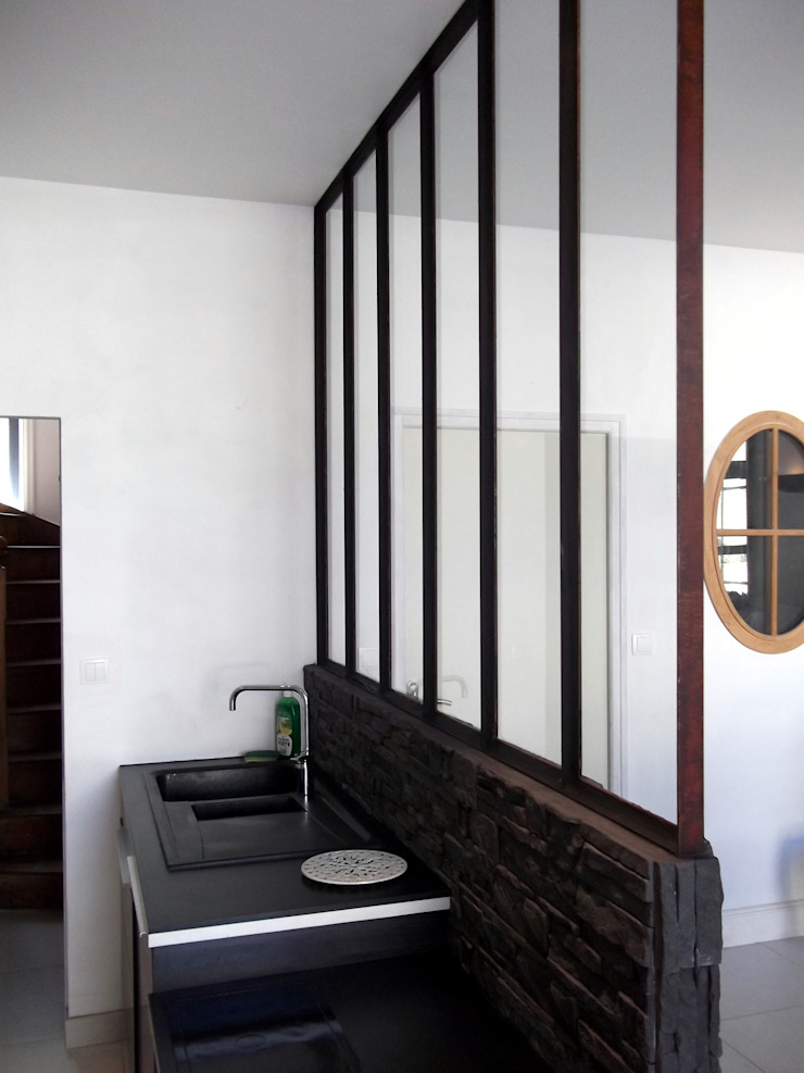 Kitchen separation in glass and steel Forge Art by A.T.R Dapur Gaya Industrial