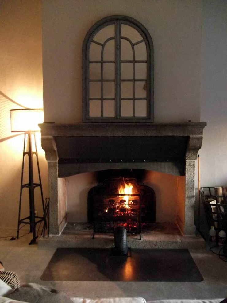Door, windows fireplace and hardware Forge Art by A.T.R Living roomFireplaces & accessories