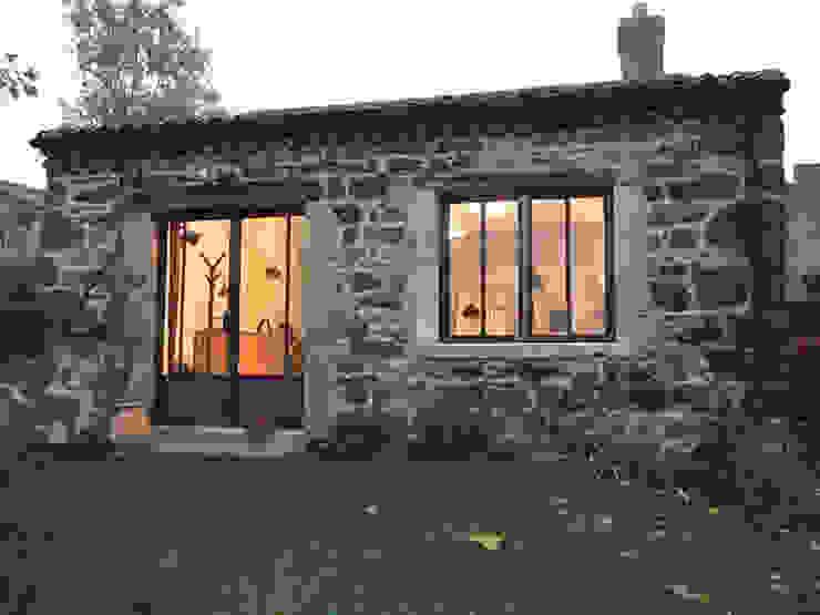 Door, windows fireplace and hardware Forge Art by A.T.R Pintu & Jendela Gaya Industrial