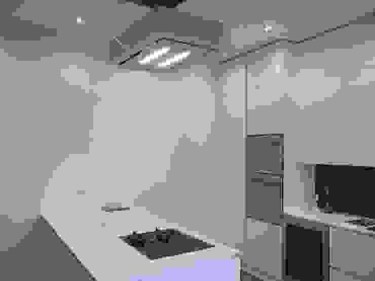 Progetto appartamento in Milano - 2015 Cucina moderna di Cozzi Arch. Mauro Moderno